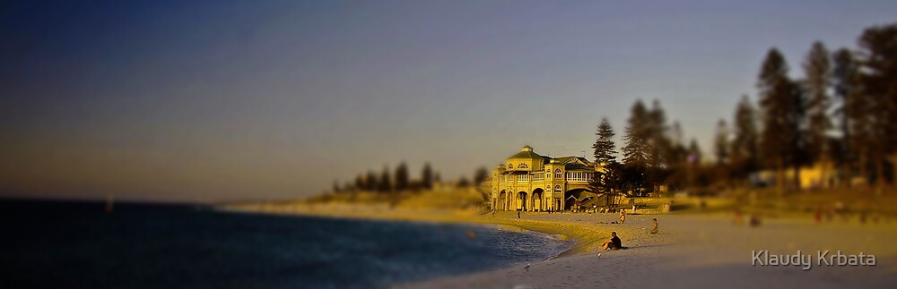 cottesloe beach by Klaudy Krbata