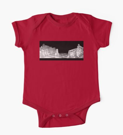 Chess 9: First move (T-Shirt & iPhone case) Kids Clothes