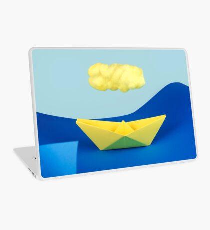 Die gelbe Wolke über dem gelben Schiff Laptop Folie