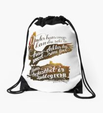 Under hans vinger Drawstring Bag