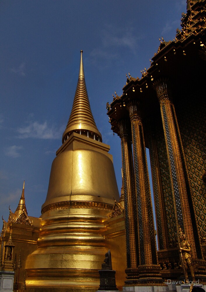 Giant Golden Chedi by Dave Lloyd