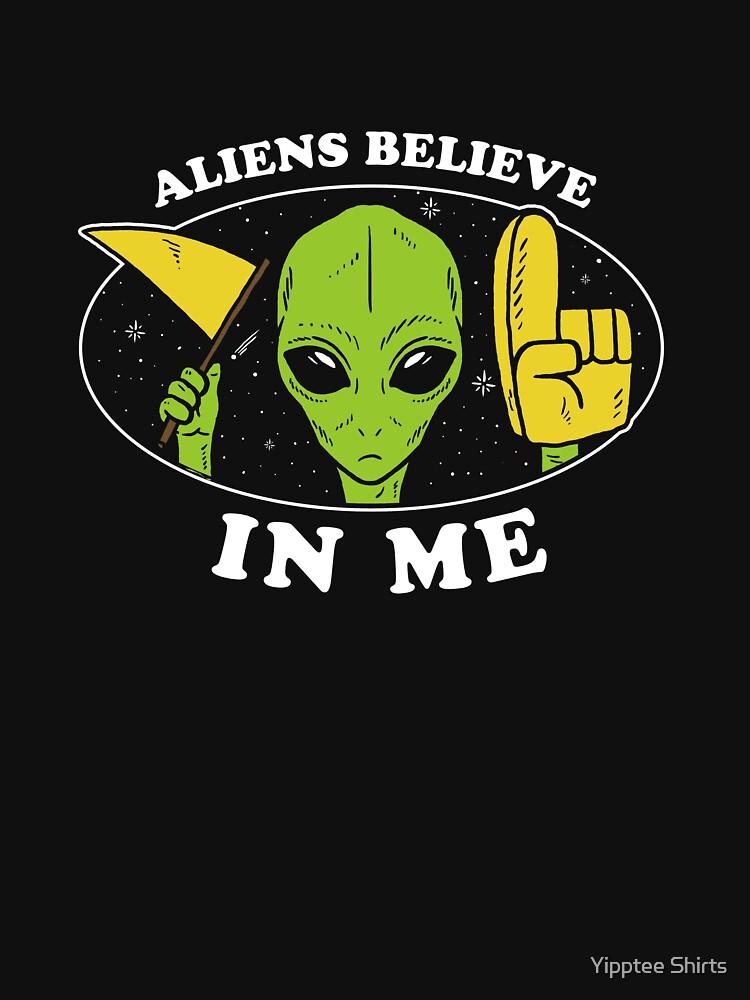 Aliens Believe In Me by dumbshirts