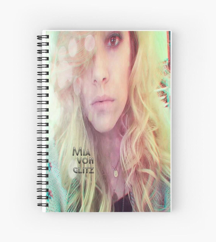 Mia Von glitz Peroxxidal by Thatiani Santos