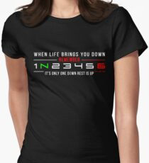 1N23456 Tailliertes T-Shirt für Frauen