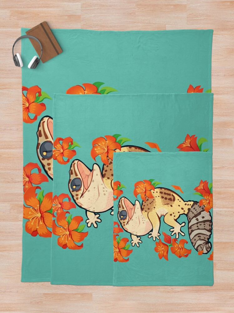 Alternate view of Fire lily gecko Throw Blanket