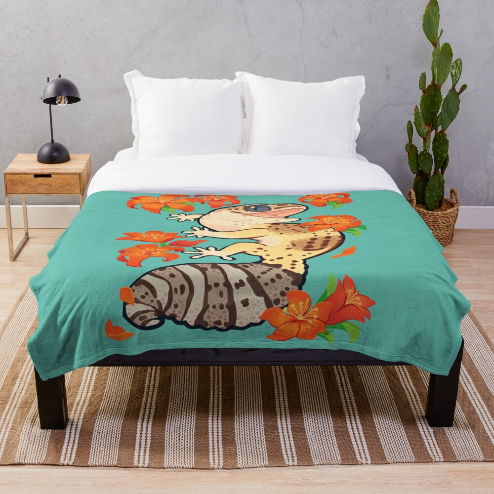 Fire lily gecko Throw Blanket