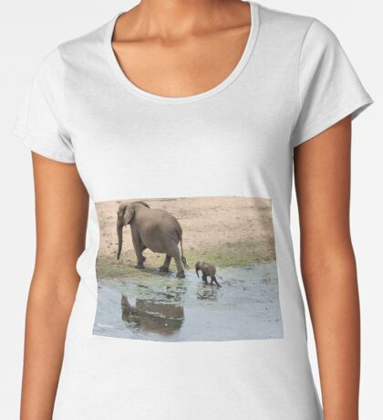 WHEE ARE WE GOING MOM - THE AFRICAN ELEPHANT – Loxodonta Africana Women's Premium T-Shirt
