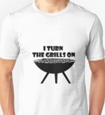 I Turn The Grills On Summer BBQ Holidays Cook Funny T-Shirt