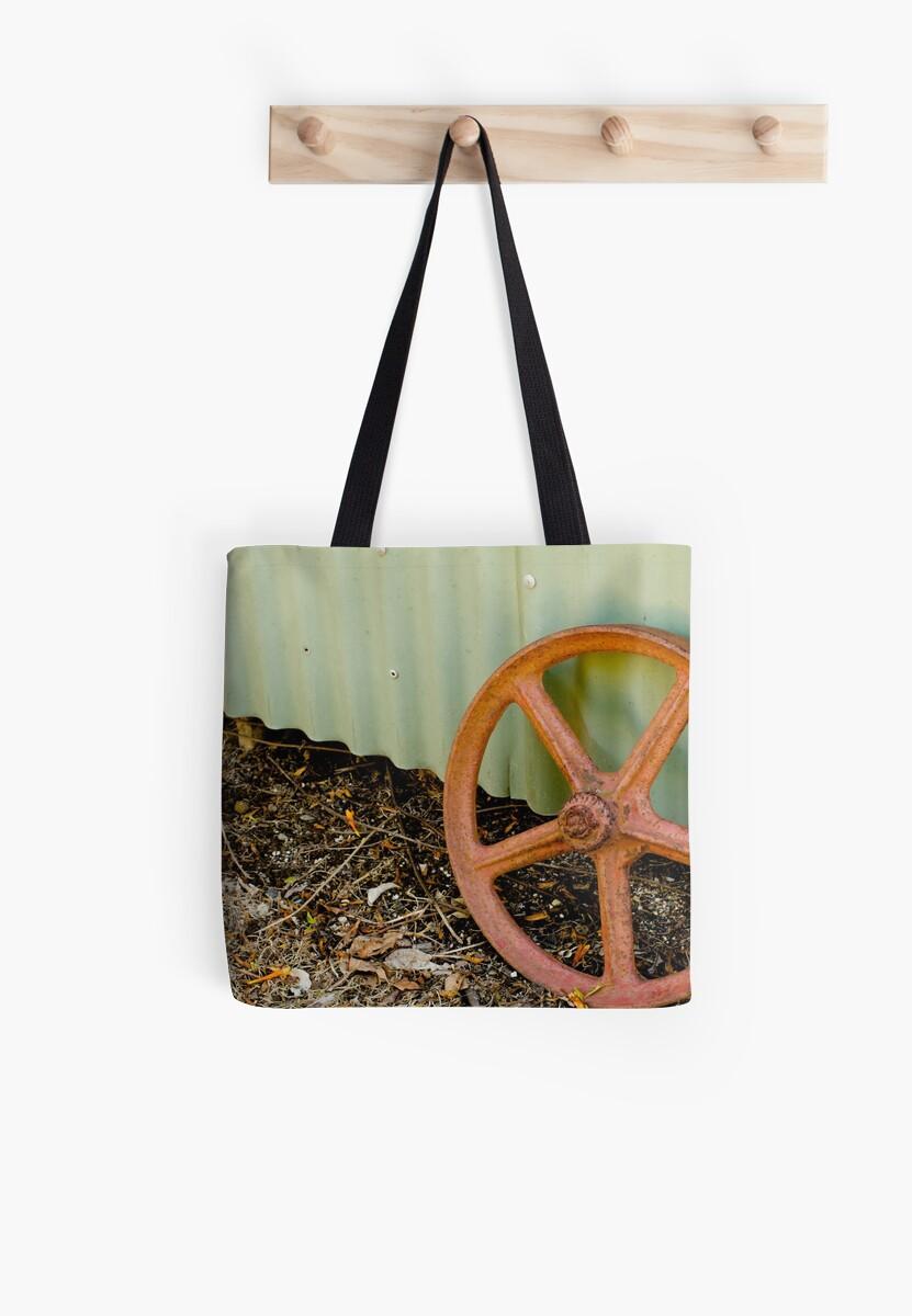 Rusty wheel by dydydada