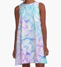 Blaue und lila Wirbel A-Linien Kleid