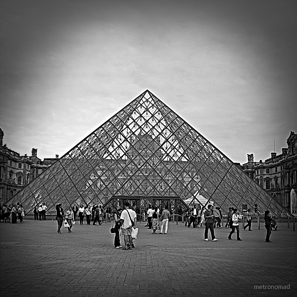 Louvre Pyramid by metronomad