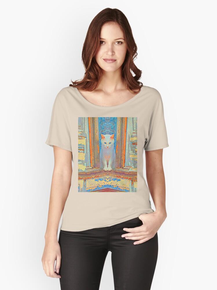 Symmetrical cat Women's Relaxed Fit T-Shirt Front