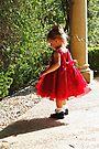 Kleines Mädchen in Rot II von Evita