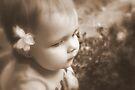 Blume & Mädchen in Sepia von Evita