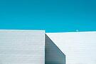 Weißes Gebäude von josemanuelerre
