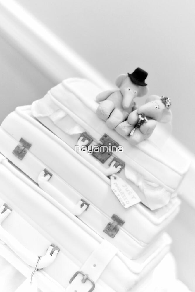 wedding cake - luggage & elephants by nayamina