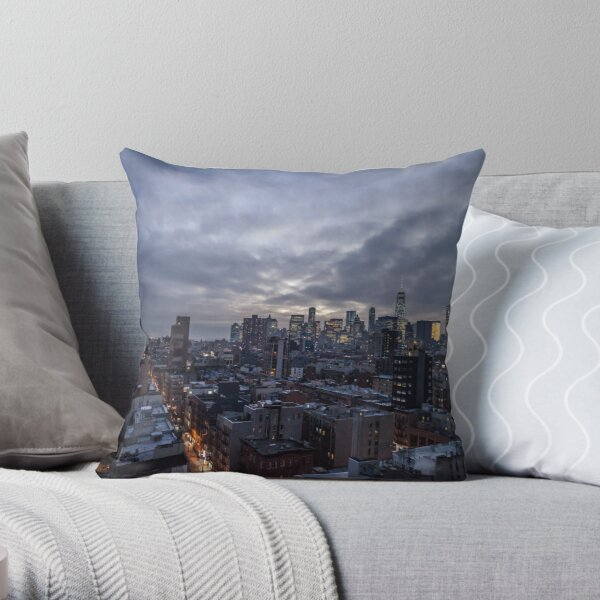 Empire state of Mind - New York by night Throw Pillow