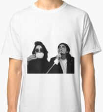 Kylie & Kendall Drinking Coffee Classic T-Shirt
