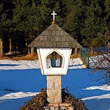 Wayside shrine in winter scenery | architectural photography by patrickjobst