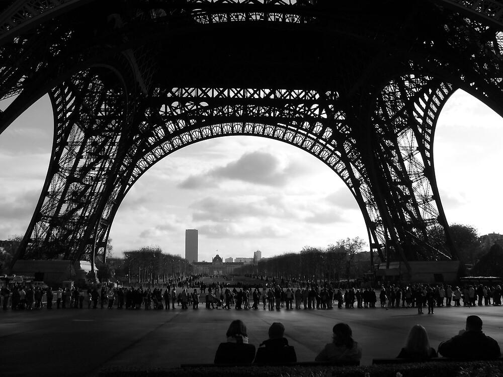 Under Eiffel by graeme66