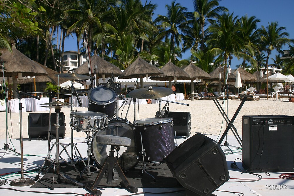 Concert at the beach by eggypiz
