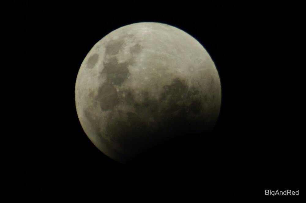 luna eclipse starting 10-12-2011 by BigAndRed