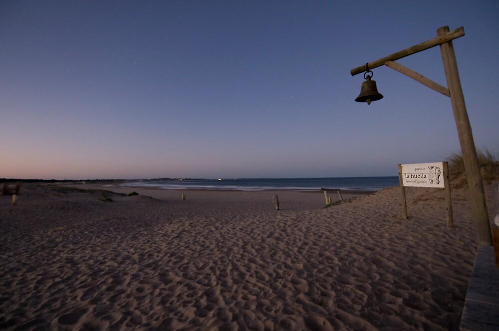 Una Playa de Uruguay by Rick Symonds
