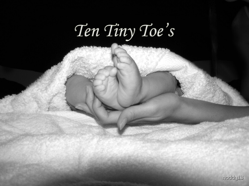 tiny toes by noddy13