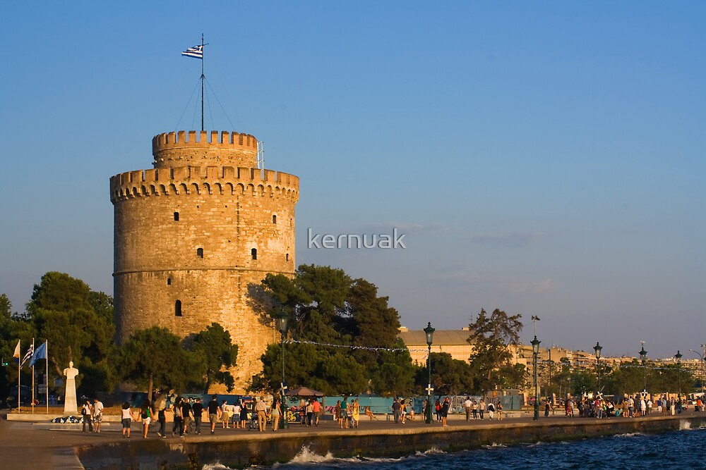 Evening Stroll in Front the White Tower by kernuak