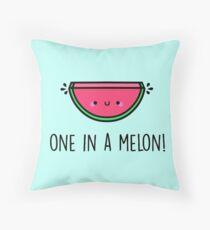 Du bist EINER in einer Melone! Dekokissen