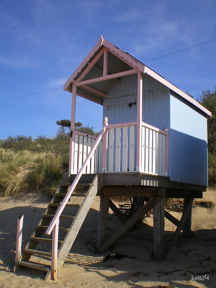 beach hut by kell24