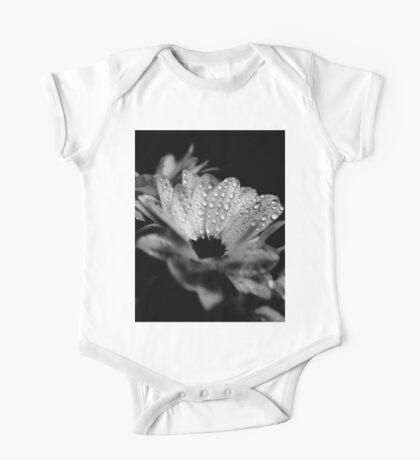 Gänseblümchen in Schwarz und Weiß Kindermode