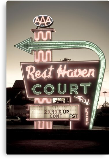 Route 66. Rest Haven Court Motel. Springfield. (Alan Copson ©) by Alan Copson