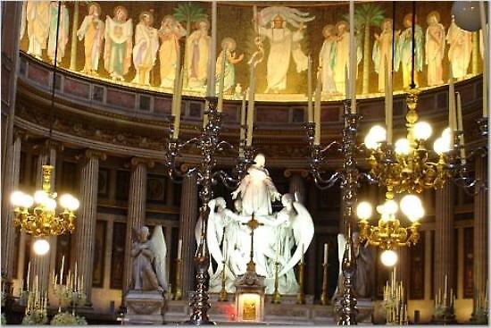 Altar at La Madeleine Church, Paris by chord0