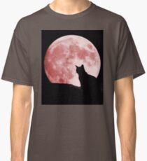Cat looking at the moon Classic T-Shirt