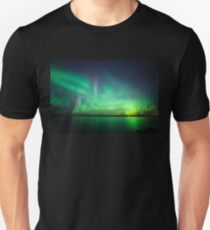 Nordlichter über See Slim Fit T-Shirt