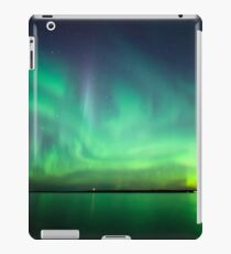 Nordlichter über See iPad-Hülle & Klebefolie