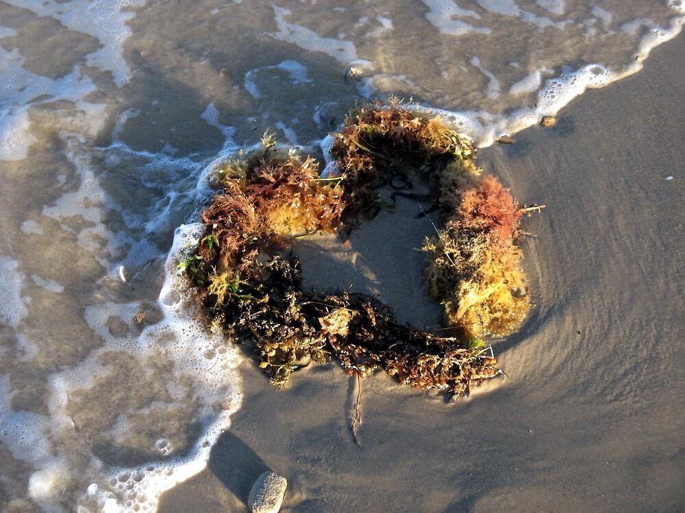 Seaweed heart by SarahTrangmar