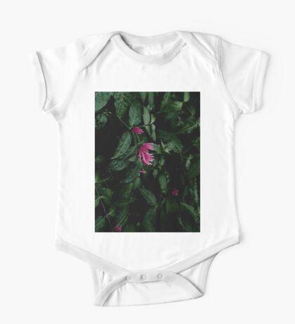 Tropische Blätter und Blumen Kindermode