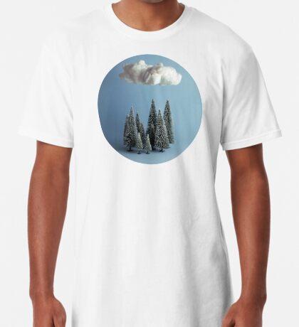 Eine Wolke über dem Wald Longshirt