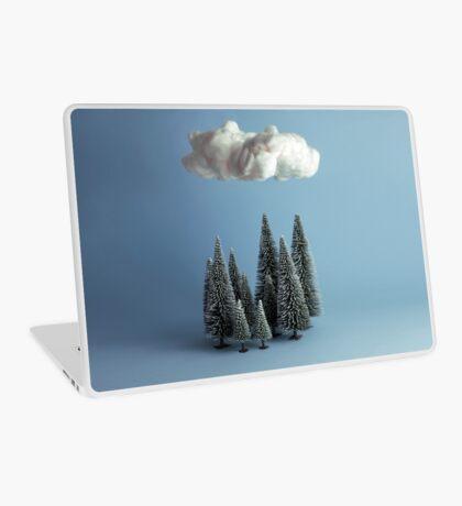 Eine Wolke über dem Wald Laptop Folie