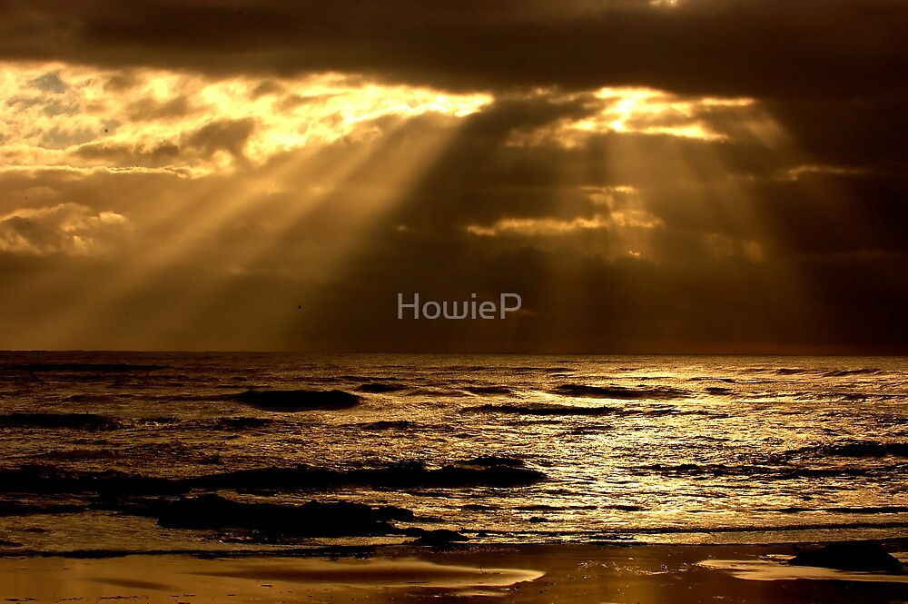 Rays of sunlight by HowieP