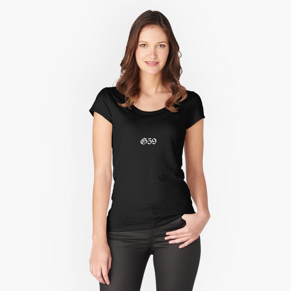 Mercancía G59 Camiseta entallada de cuello ancho