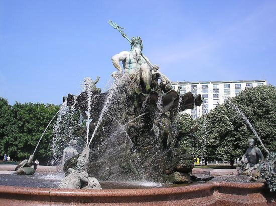 Neptune's fountain, Berlin, Germany by chord0