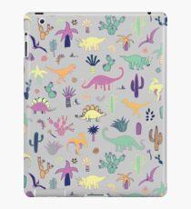 Dinosaurier-Wüste - Pfirsich, Minze und Marine - Spaßmuster durch Cecca Designs iPad-Hülle & Skin