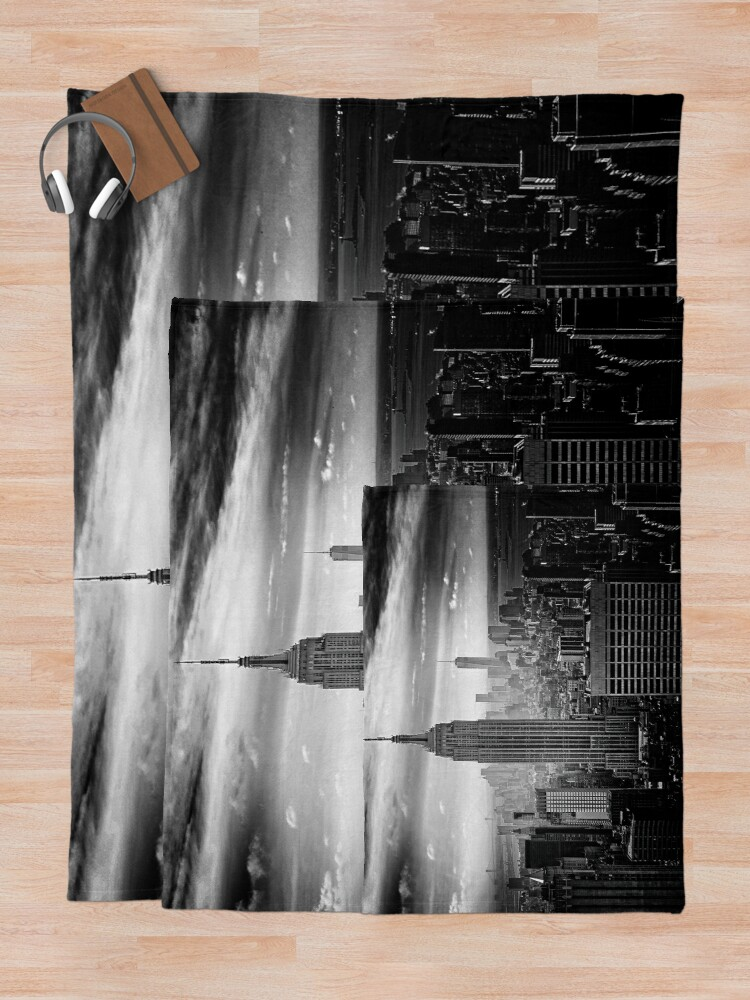 Alternate view of New York City Skyline Throw Blanket