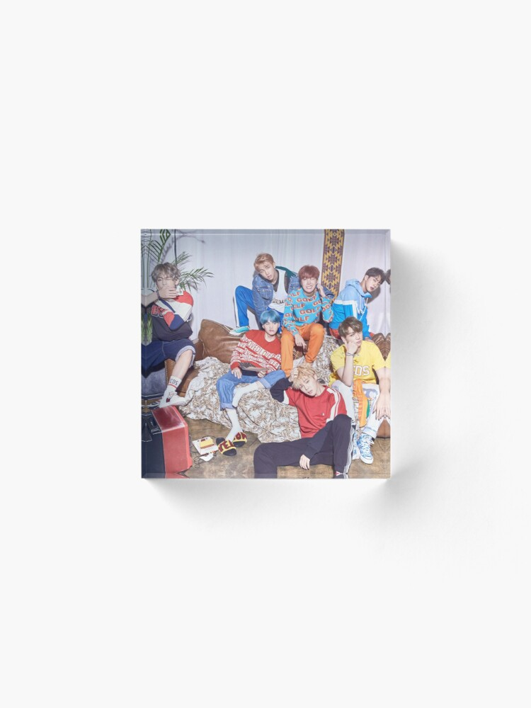 Alternate view of BTS DNA  Acrylic Block
