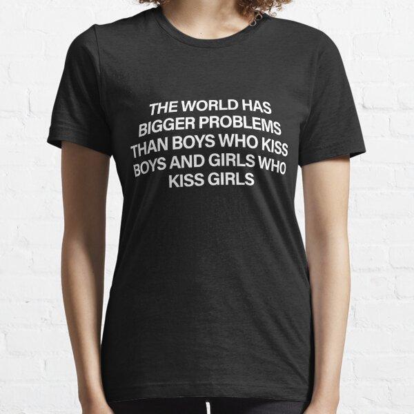 Die Welt hat größere Probleme als Jungen, die Jungen küssen, und Mädchen, die Mädchen küssen Essential T-Shirt