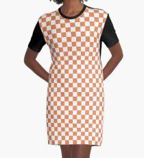 Kapuzinerkäse-orange und weißes klassisches Schachbrett-wiederholendes Muster T-Shirt Kleid