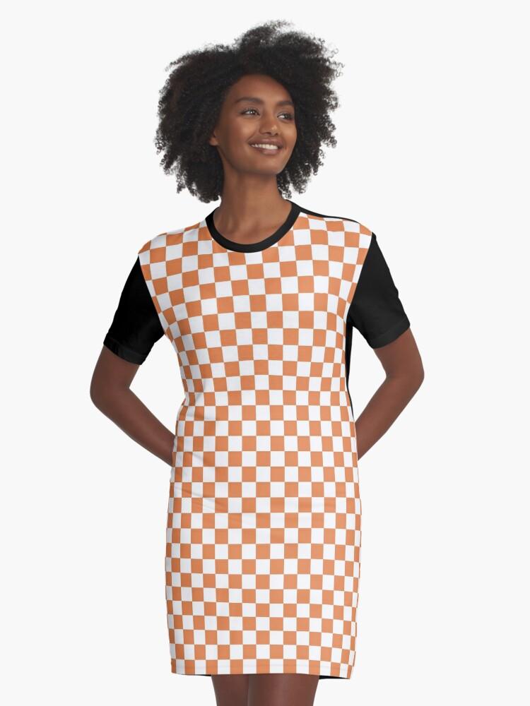 ee32f9c15a9e Vestido camiseta «Patrón repetitivo de tablero de damas de capuchina  naranja y blanco clásico» de honorandobey | Redbubble